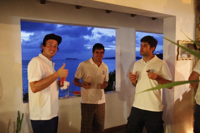 Tobi freut sich zusammen mit dem Tippspiel-Master Pascal und Interimscoach David über jeden abgegebenen Tipp.